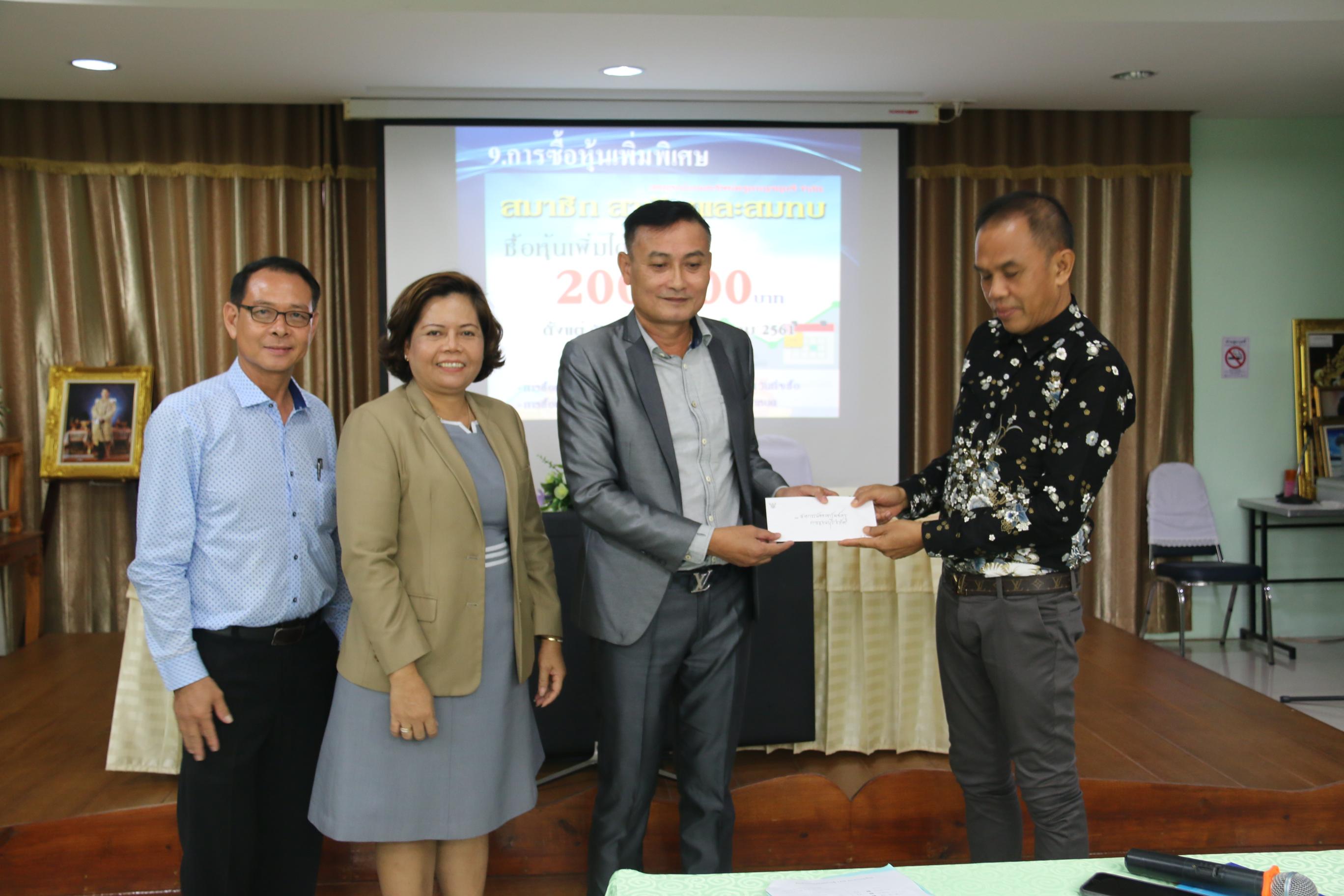 บรรยาย และมอบเงินสนับสนุนกิจกรรมกลุ่มโรงเรียนอนุบาลกาญจนบุรี